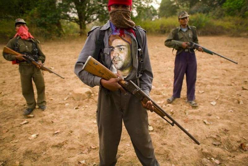 mustafa-quraishi_maoists-02