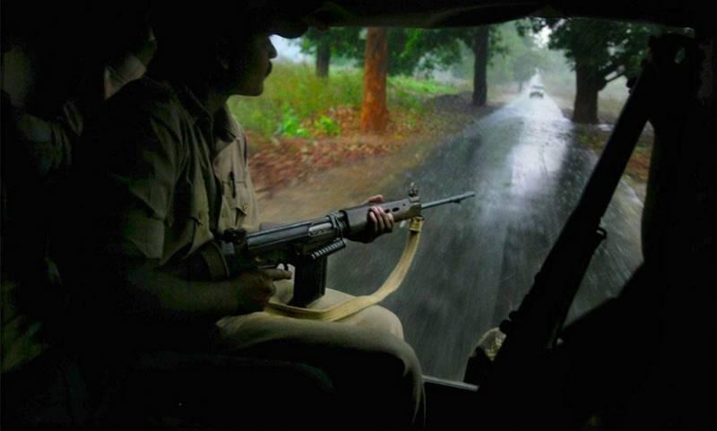 mustafa-quraishi_maoists-04
