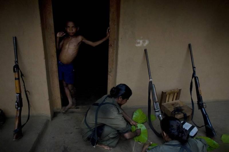 mustafa-quraishi_maoists-05
