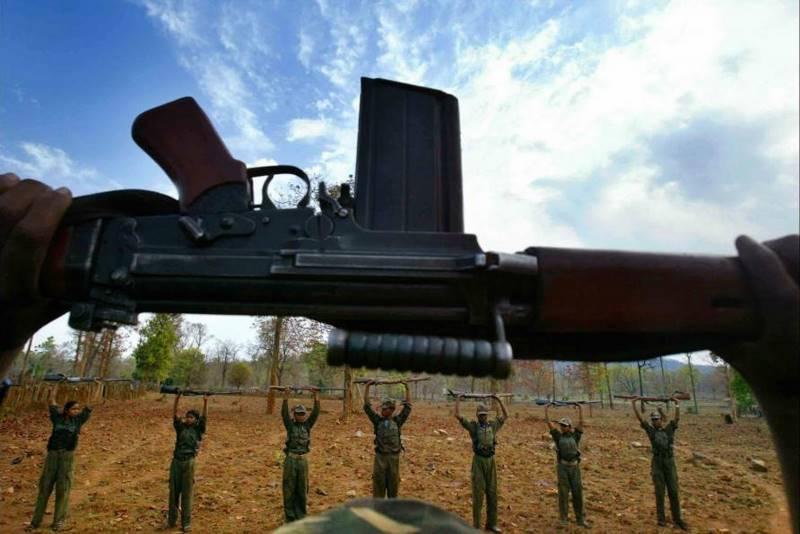 mustafa-quraishi_maoists-06