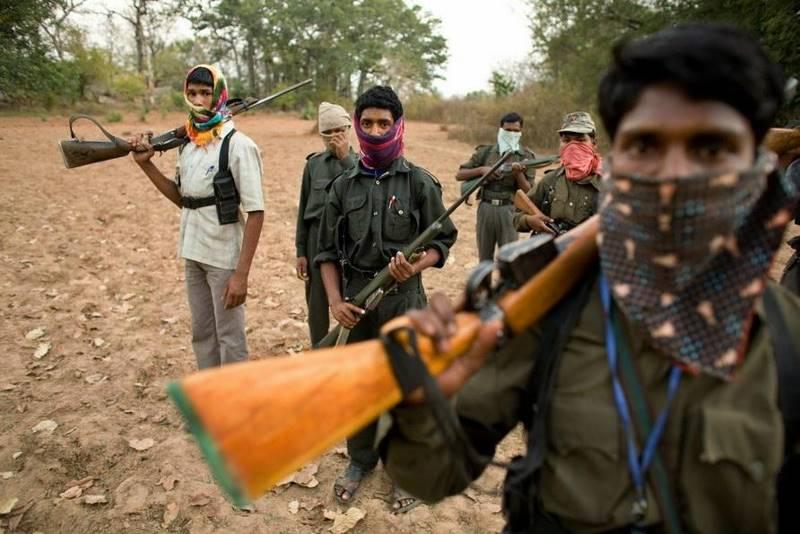 mustafa-quraishi_maoists-08