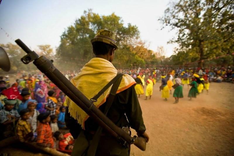 mustafa-quraishi_maoists-09