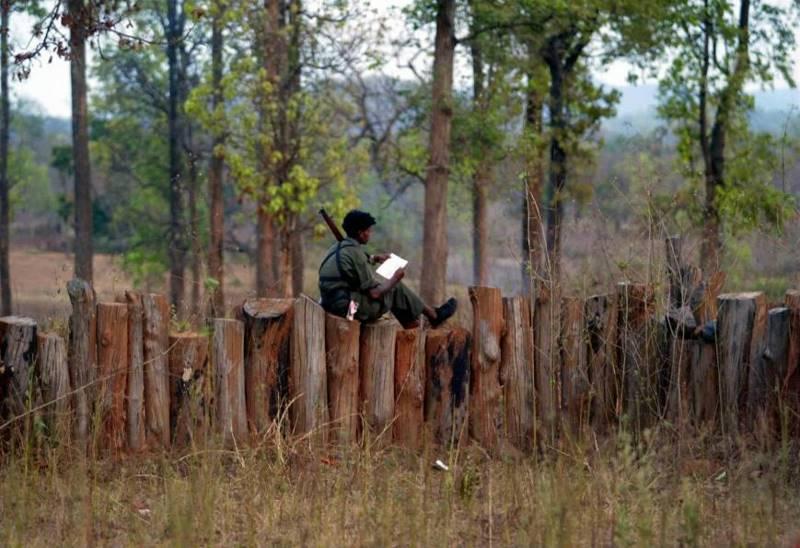 mustafa-quraishi_maoists-11