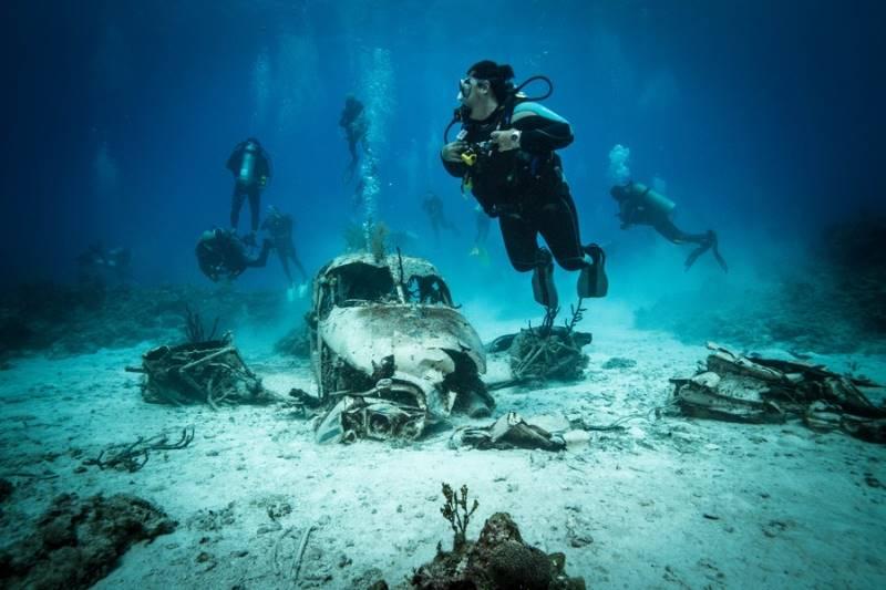 wrecked-underwater-01