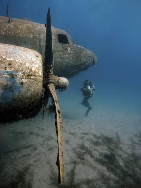 wrecked-underwater-02