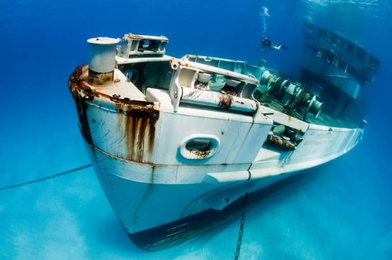 wrecked-underwater-05