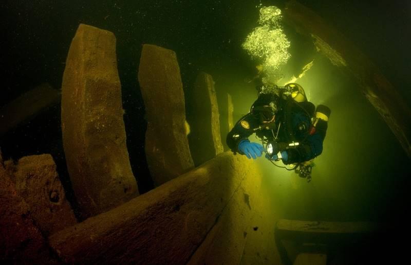 wrecked-underwater-06