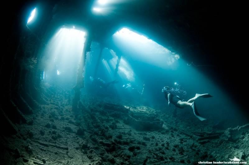 wrecked-underwater-09
