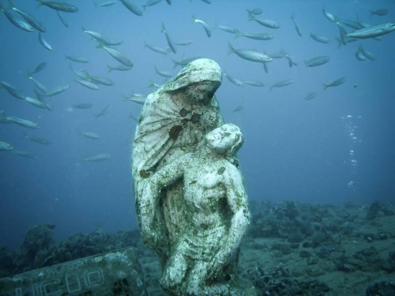 wrecked-underwater-11
