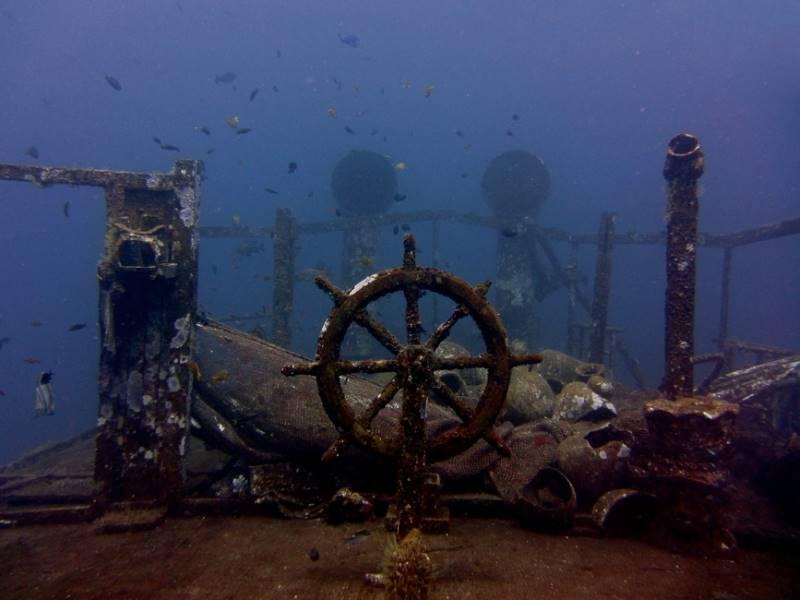 wrecked-underwater-37